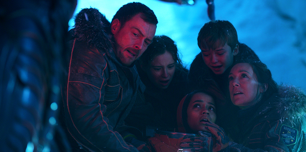 Molly Parker, Toby Stephens, Maxwell Jenkins, Mina Sundwall, and Taylor Russell in Lost in Space (2018)