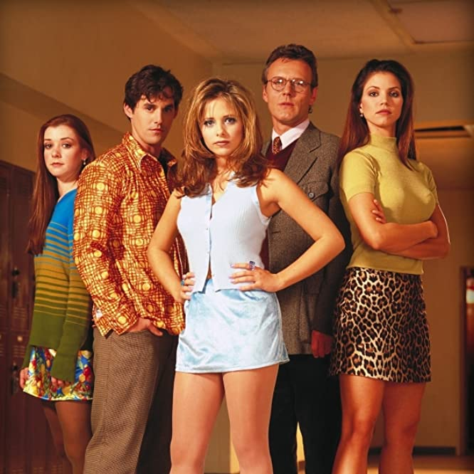 Sarah Michelle Gellar, Charisma Carpenter, Alyson Hannigan, Nicholas Brendon, and Anthony Head in Buffy the Vampire Slayer (1996)