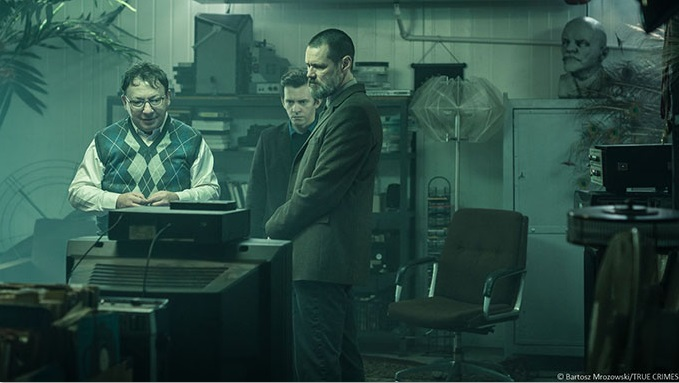 Jim Carrey, Zbigniew Zamachowski, and Piotr Glowacki in True Crimes (2016)