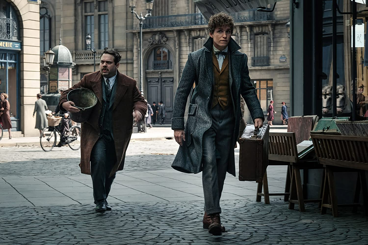 Dan Fogler and Eddie Redmayne in Fantastic Beasts: The Crimes of Grindelwald (2018)
