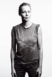 Connie Nielsen Picture