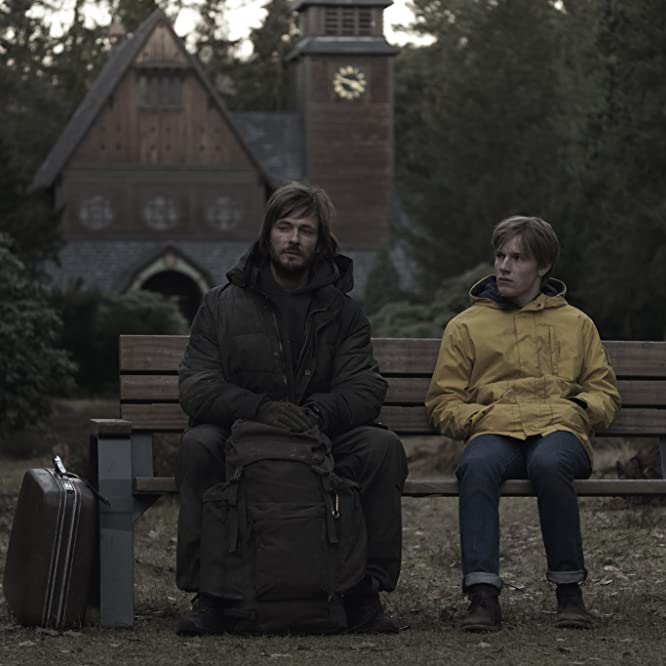 Andreas Pietschmann and Louis Hofmann in Dark (2017)