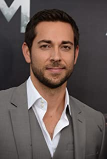 Zachary Levi Picture