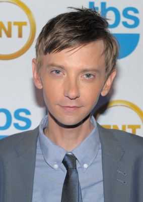 The 40-year old son of father Donnie Qualls and mother Debbie Qualls DJ Qualls in 2018 photo. DJ Qualls earned a 0.56 million dollar salary - leaving the net worth at 5 million in 2018
