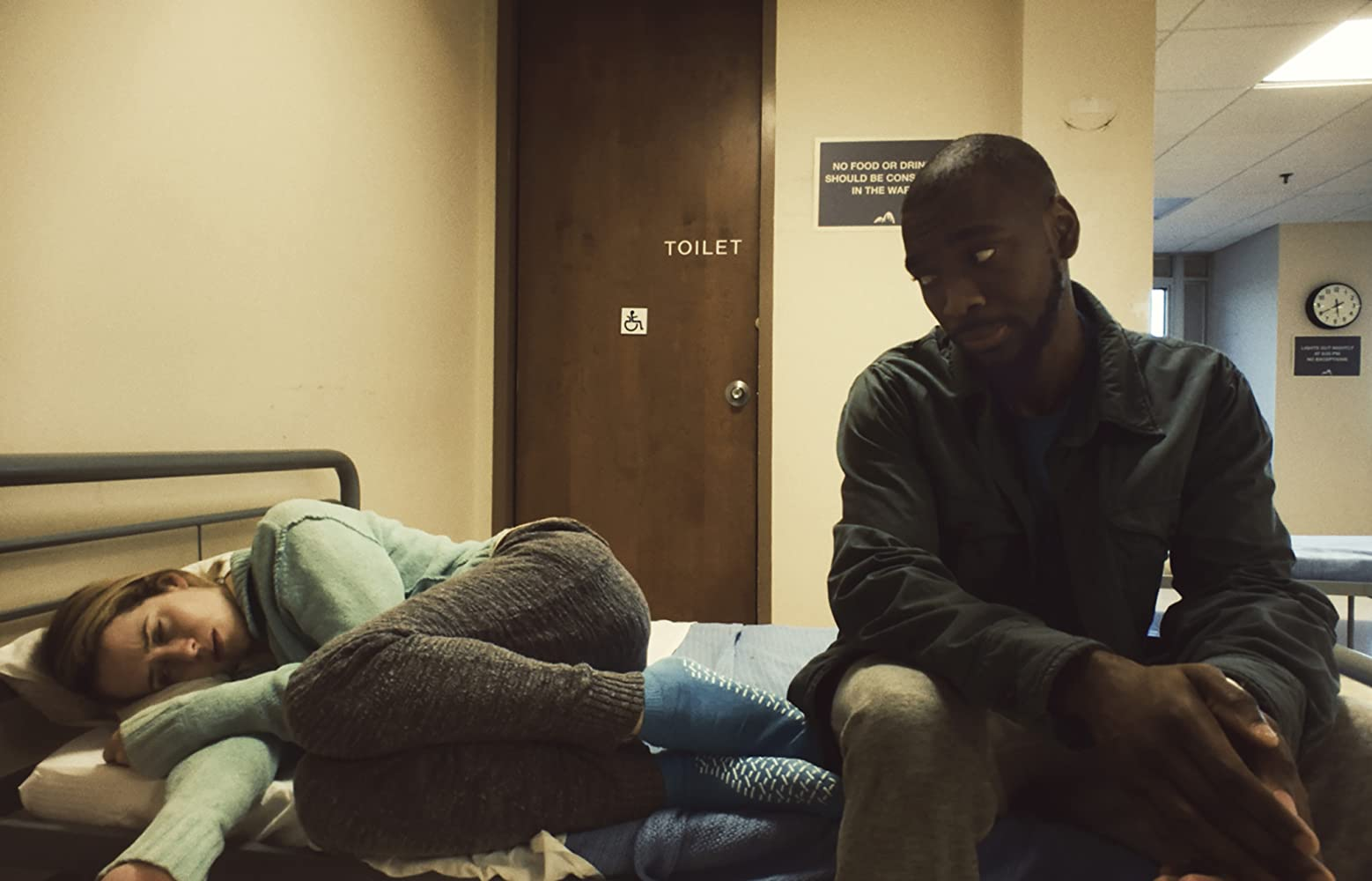 Claire Foy and Jay Pharoah in Unsane (2018)