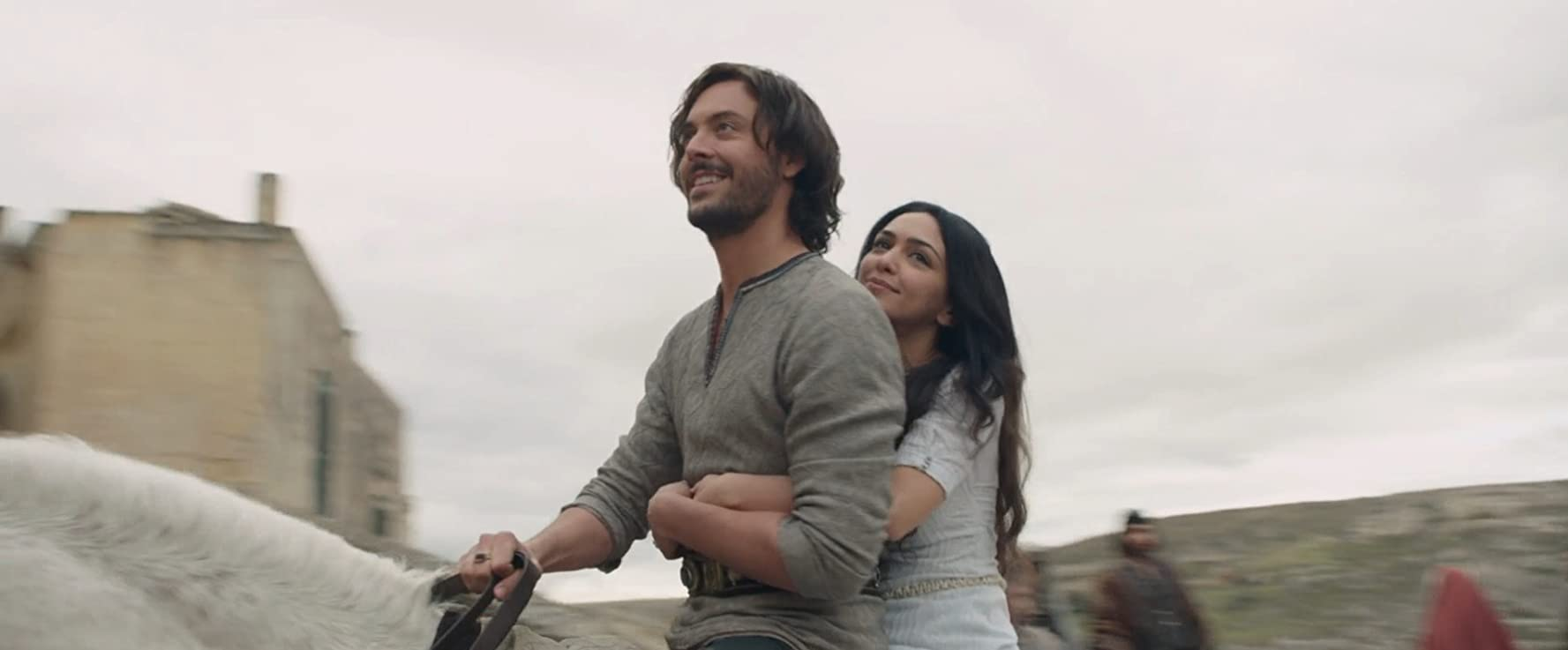 Jack Huston and Nazanin Boniadi in Ben-Hur (2016)
