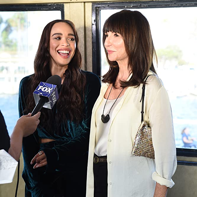 Mary Steenburgen and Cleopatra Coleman in The Last Man on Earth (2015)