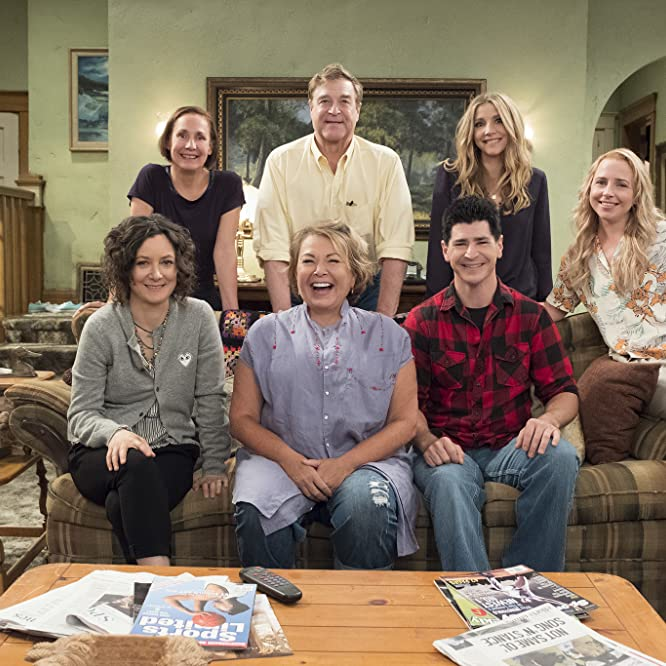 John Goodman, Roseanne Barr, Sara Gilbert, Sarah Chalke, Michael Fishman, Alicia Goranson, and Laurie Metcalf in Roseanne (2018)