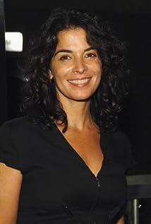 Annabella Sciorra Picture
