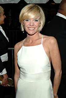 Maura West Picture