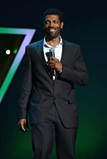 The 46-year old son of father (?) and mother(?), 190 cm tall Deon Cole in 2018 photo