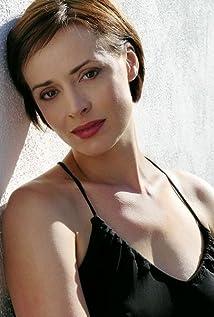 Lara Harris Picture