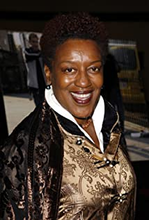 The 65-year old daughter of father Ronald Urlington Pounder and mother Betsy Enid James Arnella CCH Pounder in 2018 photo. CCH Pounder earned a 0.47 million dollar salary - leaving the net worth at 4 million in 2018