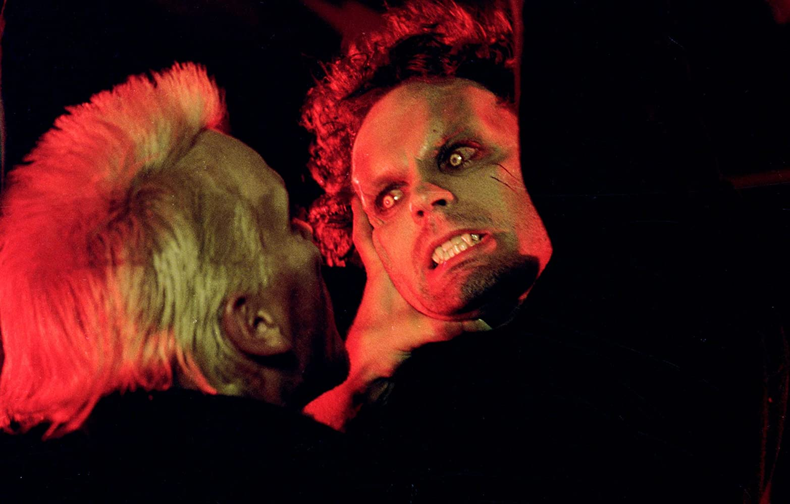 Jason Patric and Kiefer Sutherland in The Lost Boys (1987)