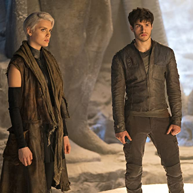 Cameron Cuffe and Wallis Day in Krypton (2018)