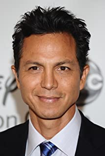The 54-year old son of father Peter Bratt, Sr. and mother Eldy Banda, 188 cm tall Benjamin Bratt in 2018 photo