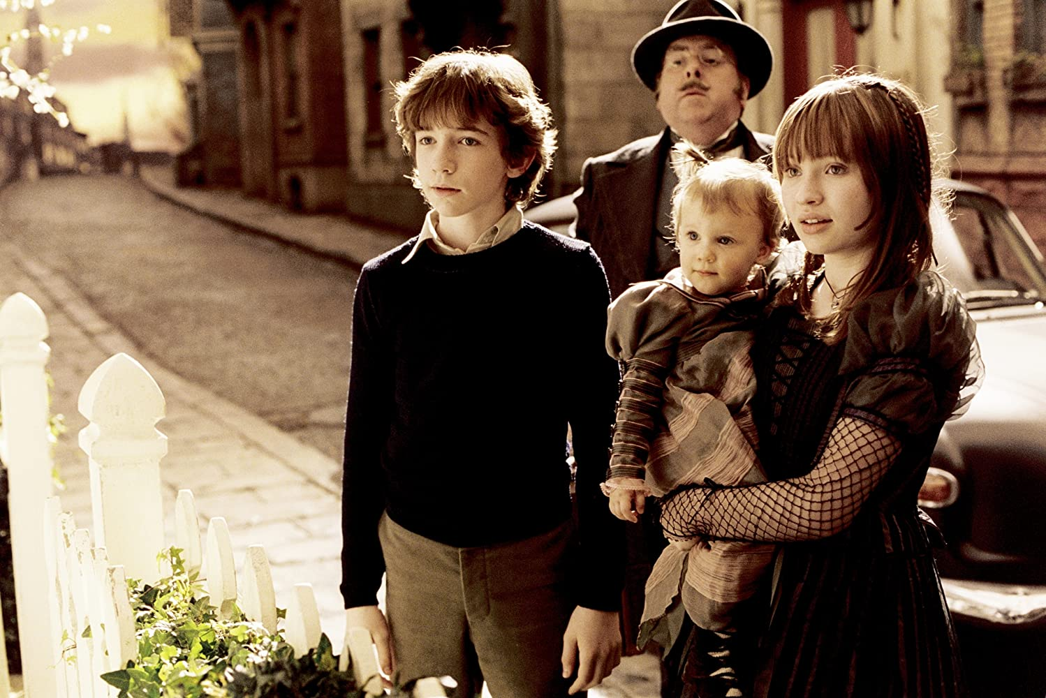Timothy Spall, Liam Aiken, Emily Browning, and Shelby Hoffman in A Series of Unfortunate Events (2004)
