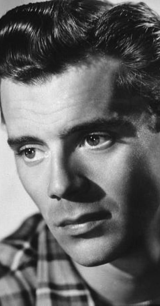 Gay actor Dirk Bogarde plays Gustav von Ascherbach