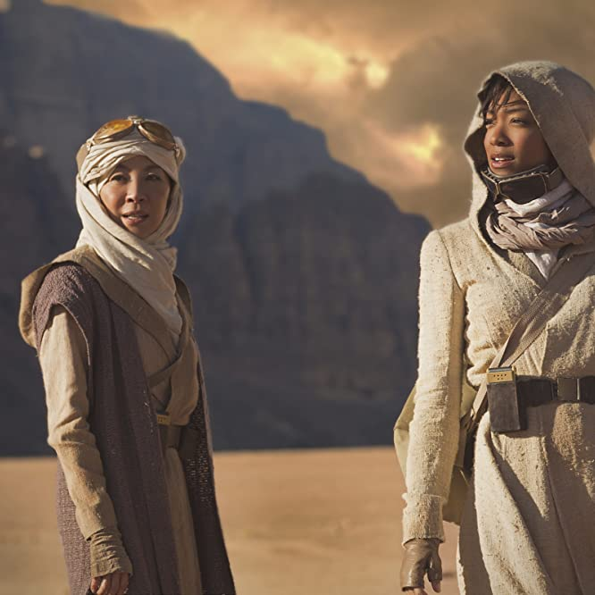 Michelle Yeoh and Sonequa Martin-Green in Star Trek: Discovery (2017)
