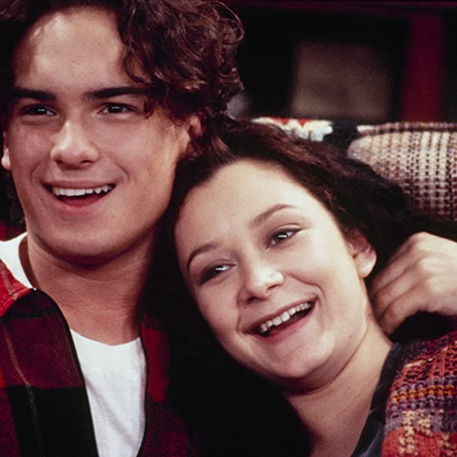 Sara Gilbert and Johnny Galecki in Roseanne (1988)