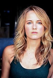 Aktori Sara Fletcher