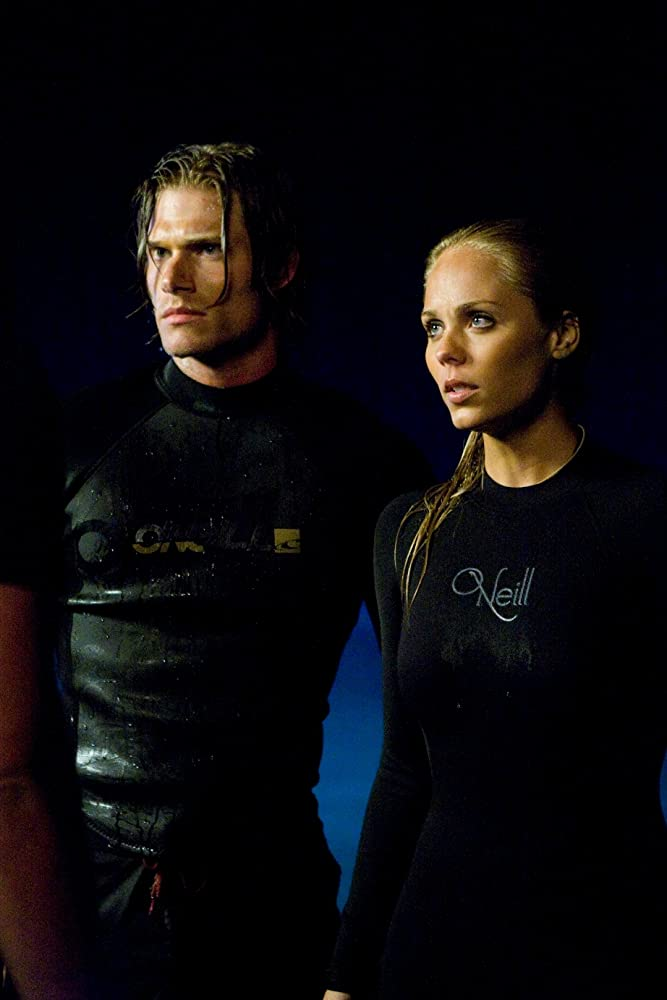 Laura Vandervoort and Chris Carmack in Into the Blue 2: The Reef (2009)