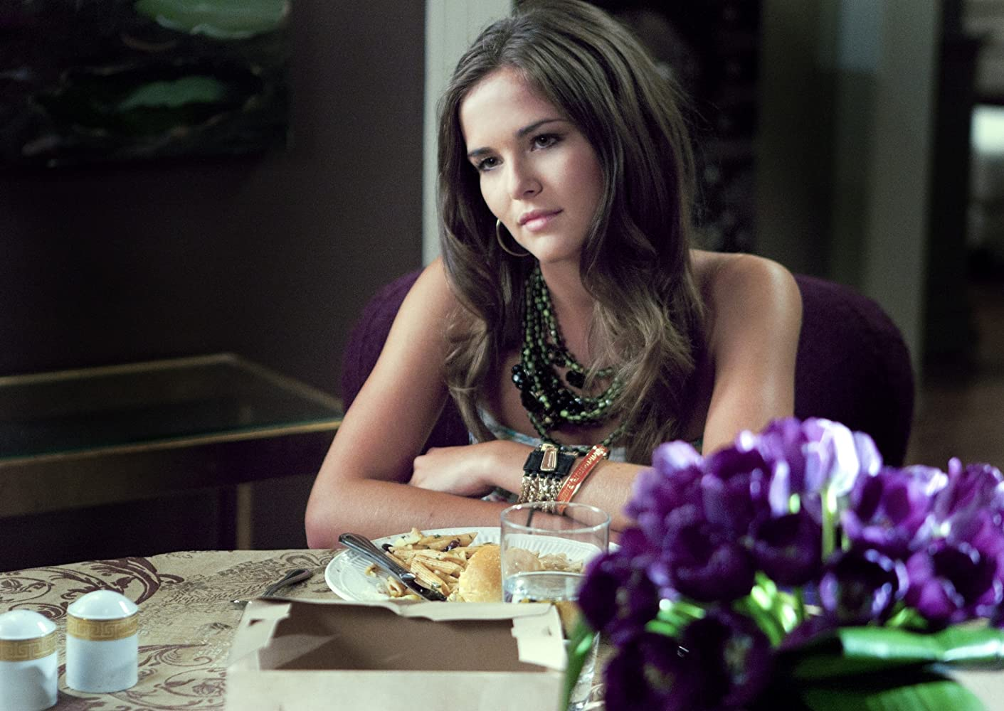 Zoey Deutch in Ringer (2011)