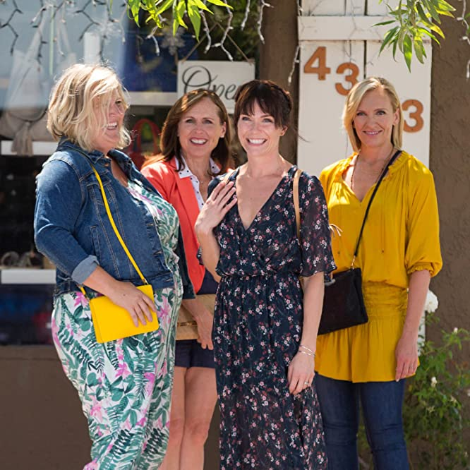 Toni Collette, Molly Shannon, Katie Aselton, and Bridget Everett in Fun Mom Dinner (2017)