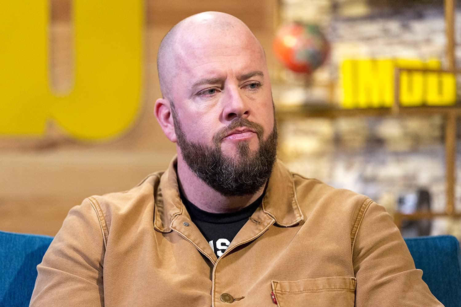 The 37-year old son of father (?) and mother(?), 193 cm tall Chris Sullivan in 2018 photo