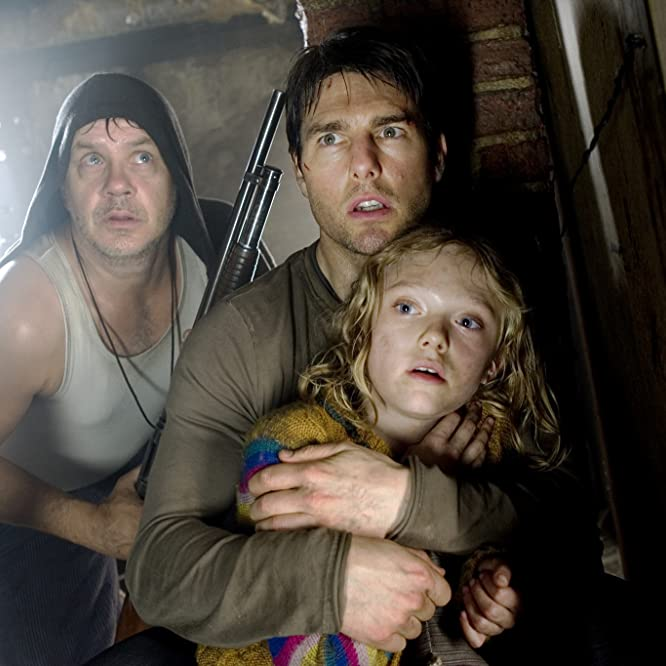 Tom Cruise, Tim Robbins, and Dakota Fanning in War of the Worlds (2005)
