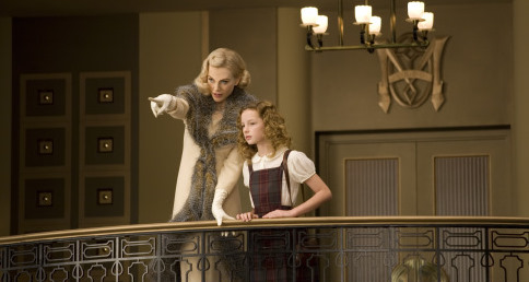 Nicole Kidman and Dakota Blue Richards in The Golden Compass (2007)