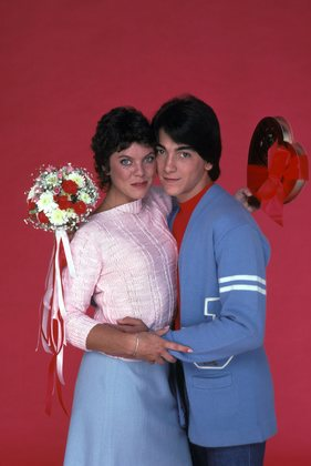 when did joanie and chachi start dating