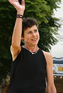 The 67-year old daughter of father David Kavner and mother Rose Kavner, 170 cm tall Julie Kavner in 2018 photo