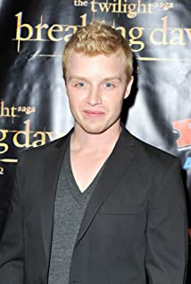 Noel Fisher Picture