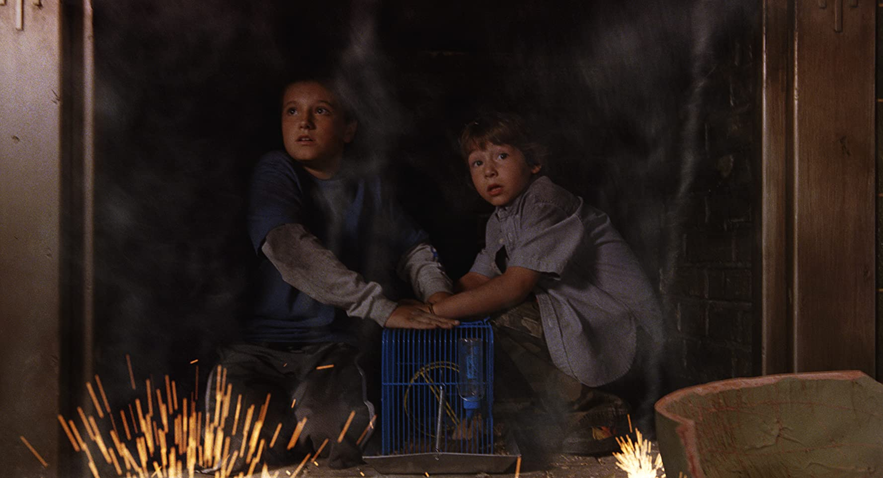 Josh Hutcherson and Jonah Bobo in Zathura: A Space Adventure (2005)
