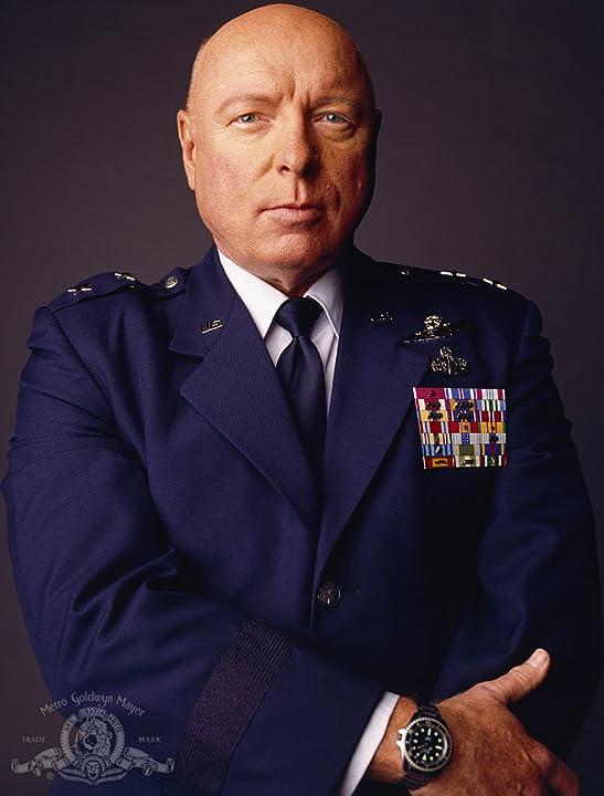 69d7bd68f A série descreve George Hammond como um oficial-general da Força aérea ...