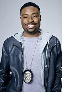The 33-year old son of father James Hires and mother Barbara Hires, 164 cm tall Justin Hires in 2018 photo