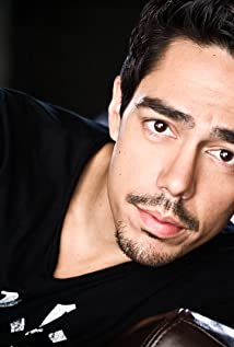 Zak Santiago Picture