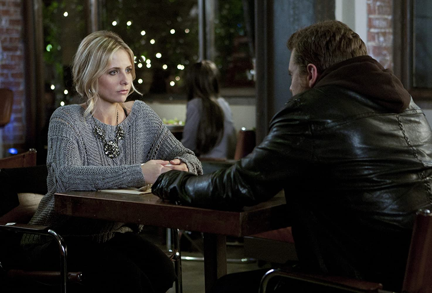 Sarah Michelle Gellar and Billy Miller in Ringer (2011)