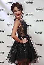 Erin Karpluk's primary photo