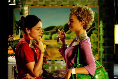 Natalie Portman and Norah Jones in My Blueberry Nights (2007)