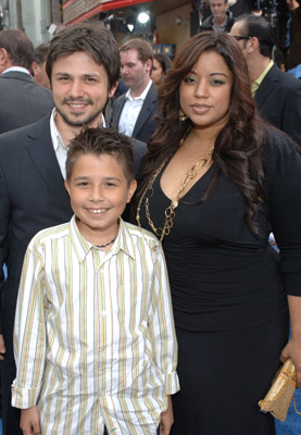 Freddy Rodríguez with kind, Wife Elsie Rodriguez