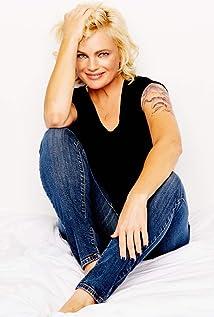 Erika Eleniak Picture