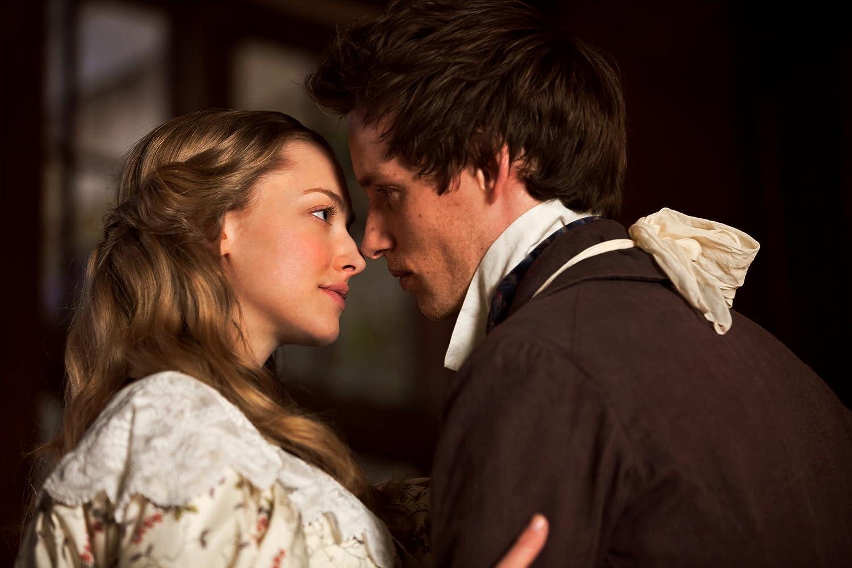 Amanda Seyfried and Eddie Redmayne in Les Misérables (2012)