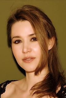 Ilona Six Picture