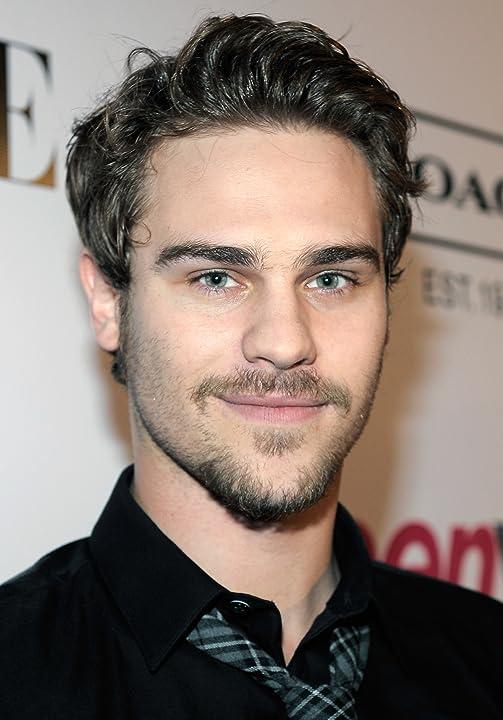 Pictures & Photos of Grey Damon - IMDb