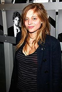 Lizzie Brocheré Picture
