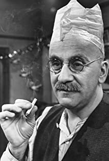 Warren Mitchell Picture