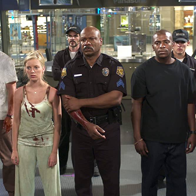Ving Rhames, Mekhi Phifer, Sarah Polley, Michael Kelly, Inna Korobkina, Jake Weber, and Kevin Zegers in Dawn of the Dead (2004)