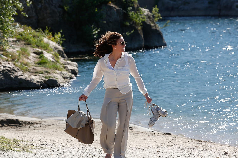 Diane Lane in Bonjour Anne (2016)